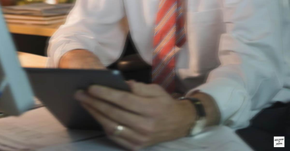 Diez Mandamientos para Pastores, la Política y los medios de comunicación social