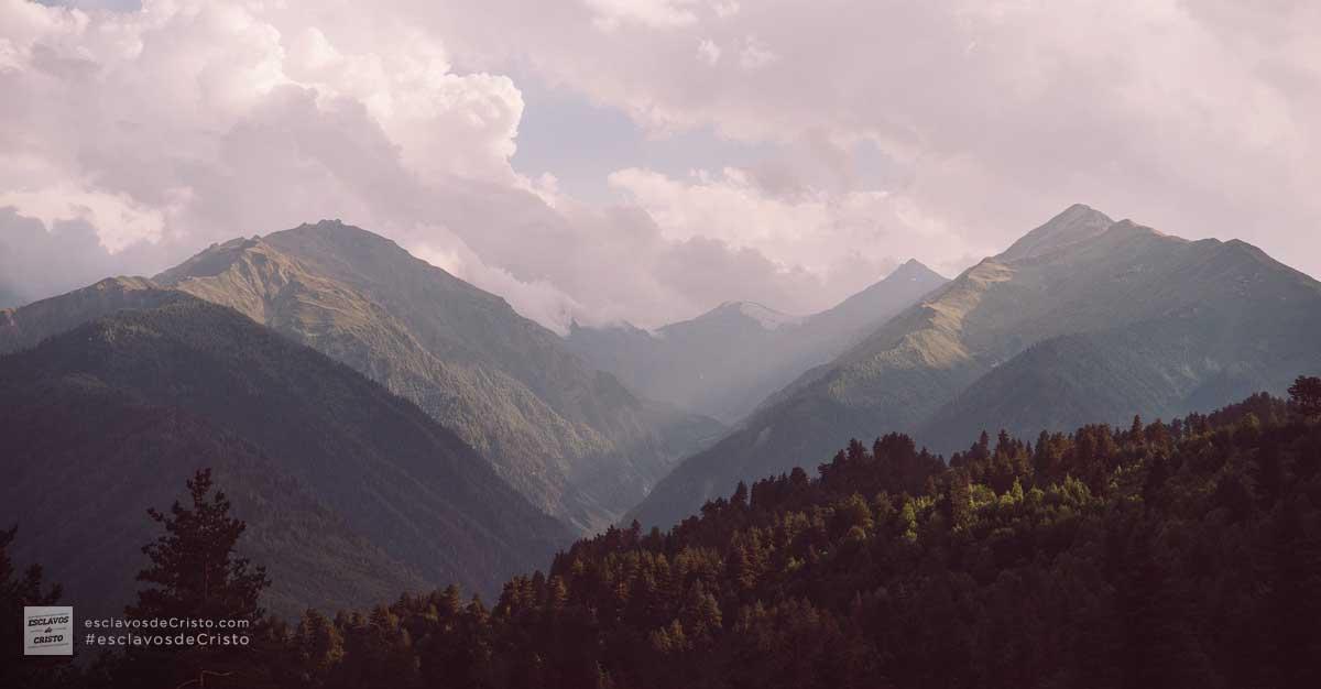 La Omnisciencia — Nuestro Dios todo lo sabe