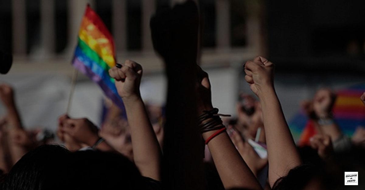 Homosexuales piden confeccionar invitación a su unión civil ¿Por qué negarse?